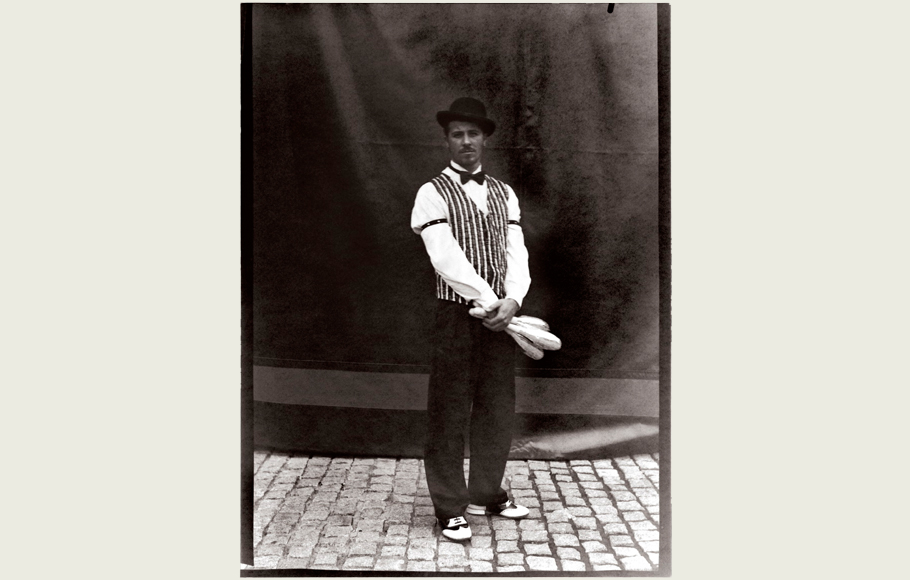 Retrato de William Giribaldi como malabarista.