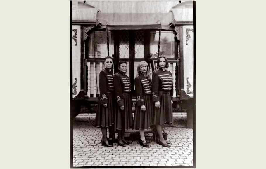Retrato de Rosita Raluy,Rosemary Chy y dos integrantes más de la compañía.
